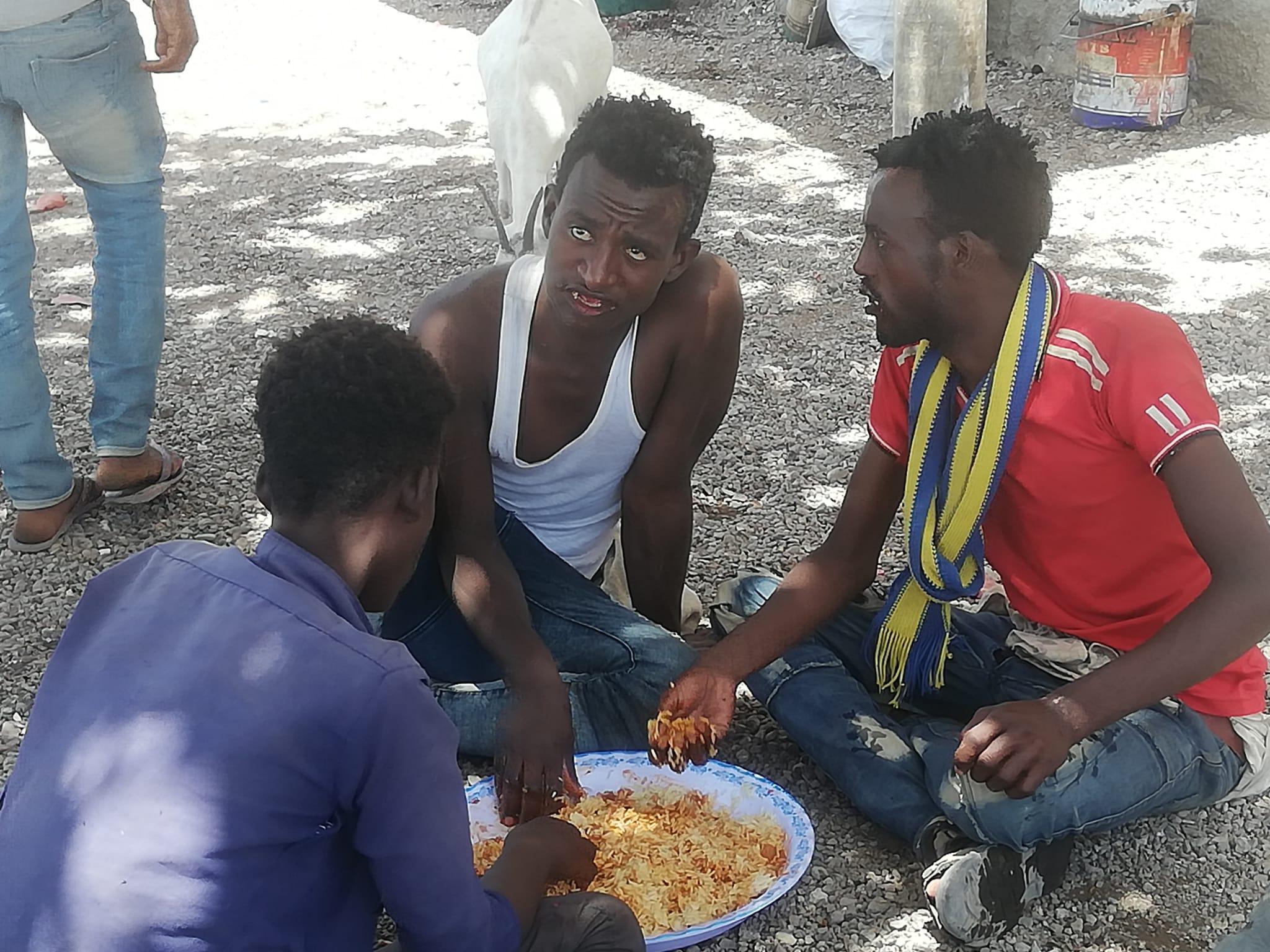 Männer beim Essen